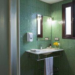 Отель AinB Las Ramblas-Guardia Apartments Испания, Барселона - 1 отзыв об отеле, цены и фото номеров - забронировать отель AinB Las Ramblas-Guardia Apartments онлайн ванная фото 2
