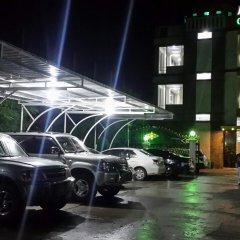Отель Golden Dragon Hotel Мьянма, Пром - отзывы, цены и фото номеров - забронировать отель Golden Dragon Hotel онлайн парковка