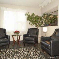 Отель Colonial Square Inn & Suites интерьер отеля
