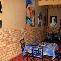 Отель La Gazelle Bleue Марокко, Мерзуга - отзывы, цены и фото номеров - забронировать отель La Gazelle Bleue онлайн гостиничный бар