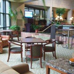 Gateway Hotel and Conference Center гостиничный бар