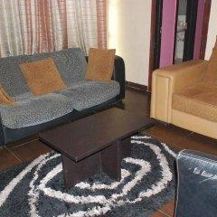 Отель Emglo Suites развлечения