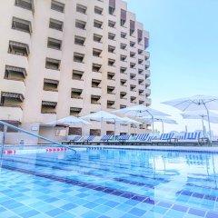 Отель Radisson Blu Hotel, Dubai Deira Creek ОАЭ, Дубай - 3 отзыва об отеле, цены и фото номеров - забронировать отель Radisson Blu Hotel, Dubai Deira Creek онлайн бассейн