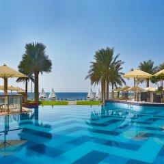 Отель The Ajman Palace бассейн фото 3