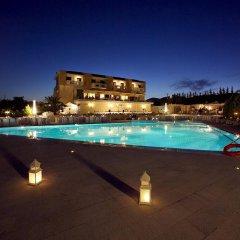 Dekelia Hotel бассейн