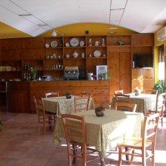 Отель La Foresteria Di San Leo Тито гостиничный бар