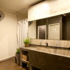 Dilokchan Hostel Бангкок ванная фото 2