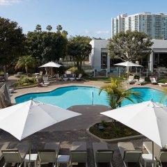 Отель MDR Marina del Rey - a DoubleTree by Hilton США, Лос-Анджелес - отзывы, цены и фото номеров - забронировать отель MDR Marina del Rey - a DoubleTree by Hilton онлайн бассейн фото 2