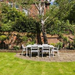 Отель Luxurious Hampstead Home with Gorgeous Garden