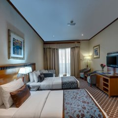Отель Golden Tulip Al Barsha комната для гостей