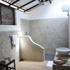 Отель Water's Edge Anuradhapura Шри-Ланка, Анурадхапура - отзывы, цены и фото номеров - забронировать отель Water's Edge Anuradhapura онлайн ванная