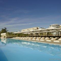 Отель Holiday Inn Тбилиси бассейн