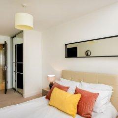 Отель Rethink Living - Luxury Brighton Marina сейф в номере