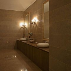 Отель Ramada Hotels & Suites Seoul Namdaemun Южная Корея, Сеул - 1 отзыв об отеле, цены и фото номеров - забронировать отель Ramada Hotels & Suites Seoul Namdaemun онлайн ванная фото 2