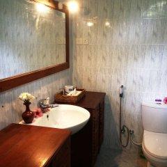 Отель Sandali Walauwa Шри-Ланка, Бентота - отзывы, цены и фото номеров - забронировать отель Sandali Walauwa онлайн ванная