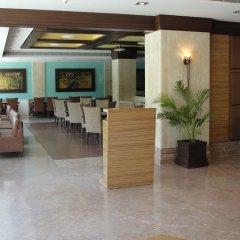 Отель Cambay Grand интерьер отеля