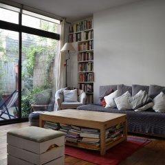 Апартаменты Spacious 2 Bedroom Loft Style Apartment комната для гостей фото 3