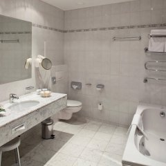 TOP Hotel Ambassador-Zlata Husa ванная