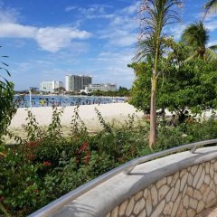 Отель Sand Getaway пляж