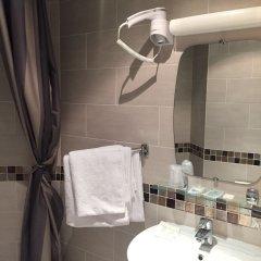 Отель De La Perdrix Rouge Париж ванная