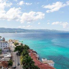Отель Sunset Beach Studio At Montego Bay Club Resort Ямайка, Монтего-Бей - отзывы, цены и фото номеров - забронировать отель Sunset Beach Studio At Montego Bay Club Resort онлайн пляж фото 2