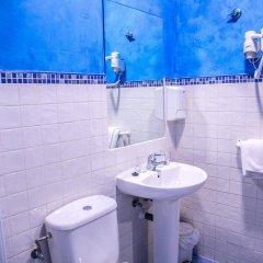 Отель Hostal Montaloya ванная фото 2