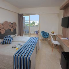 Nelia Beach Hotel комната для гостей