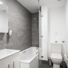 Отель Smart Stay Swiss Cottage ванная