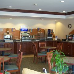 Отель Holiday Inn Express Ex I-71 / OH State Fair / Expo Center США, Колумбус - отзывы, цены и фото номеров - забронировать отель Holiday Inn Express Ex I-71 / OH State Fair / Expo Center онлайн питание фото 2