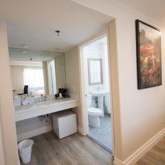 Отель Wilshire Crest Hotel США, Лос-Анджелес - отзывы, цены и фото номеров - забронировать отель Wilshire Crest Hotel онлайн ванная фото 2