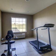 Отель Cobblestone Inn & Suites - Bloomfield фитнесс-зал