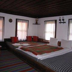 Отель Hadjigergy's Guest House Болгария, Сливен - отзывы, цены и фото номеров - забронировать отель Hadjigergy's Guest House онлайн комната для гостей фото 2
