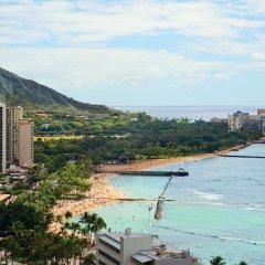 Отель Waikiki Beachcomber by Outrigger пляж