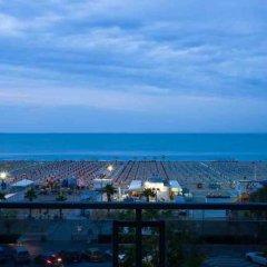 Отель Ferretti Beach Resort Римини пляж
