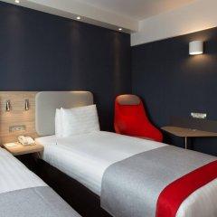 Отель Holiday Inn Express Geneva Airport комната для гостей фото 5