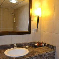 Sheraton Khalidiya Hotel ванная фото 2