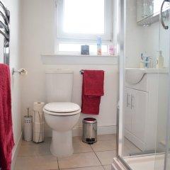 Отель 2 Bedroom Edinburgh Apartment Close To Airport Великобритания, Эдинбург - отзывы, цены и фото номеров - забронировать отель 2 Bedroom Edinburgh Apartment Close To Airport онлайн ванная