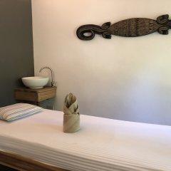Отель El Nido Mahogany Beach сейф в номере