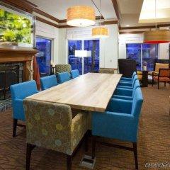 Отель Hilton Garden Inn Bloomington Блумингтон гостиничный бар
