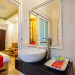 Отель Hanoi Daisy Hotel Вьетнам, Ханой - отзывы, цены и фото номеров - забронировать отель Hanoi Daisy Hotel онлайн ванная