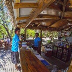 Отель Barefoot Manta Island гостиничный бар