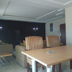 Отель Adig Suites Нигерия, Энугу - отзывы, цены и фото номеров - забронировать отель Adig Suites онлайн питание фото 2