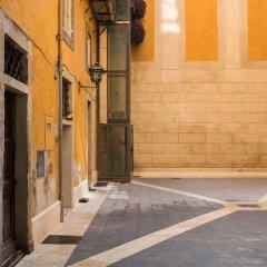 Отель A World Aparts - 13 T. Argentina Рим вид на фасад