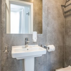 Отель Queens Drive Hotel Великобритания, Лондон - отзывы, цены и фото номеров - забронировать отель Queens Drive Hotel онлайн ванная фото 4
