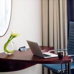 Отель Movenpick Hotel & Apartments Bur Dubai ОАЭ, Дубай - отзывы, цены и фото номеров - забронировать отель Movenpick Hotel & Apartments Bur Dubai онлайн удобства в номере фото 2