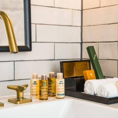 Отель Novotel London Canary Wharf Hotel Великобритания, Лондон - 1 отзыв об отеле, цены и фото номеров - забронировать отель Novotel London Canary Wharf Hotel онлайн ванная