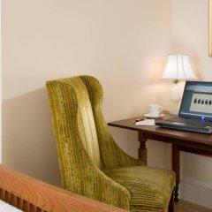 Отель Embassy Circle Guest House удобства в номере фото 2