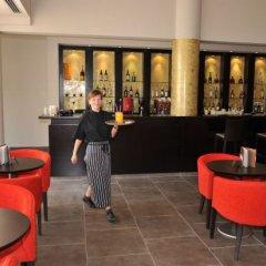 Отель Capital Coast Resort & Spa гостиничный бар