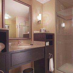 Отель Embassy Suites Columbus-Airport Колумбус ванная