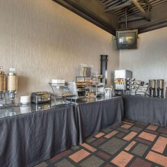 Отель Econo Lodge South Calgary Канада, Калгари - отзывы, цены и фото номеров - забронировать отель Econo Lodge South Calgary онлайн питание
